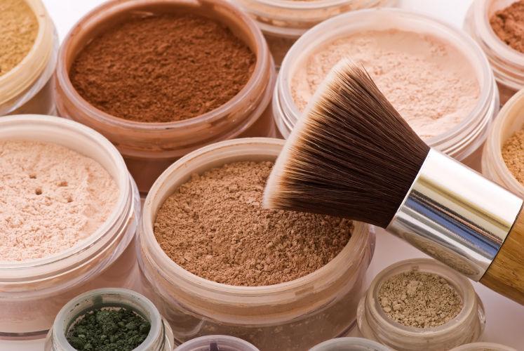 Make-Up, Puder und Pinsel